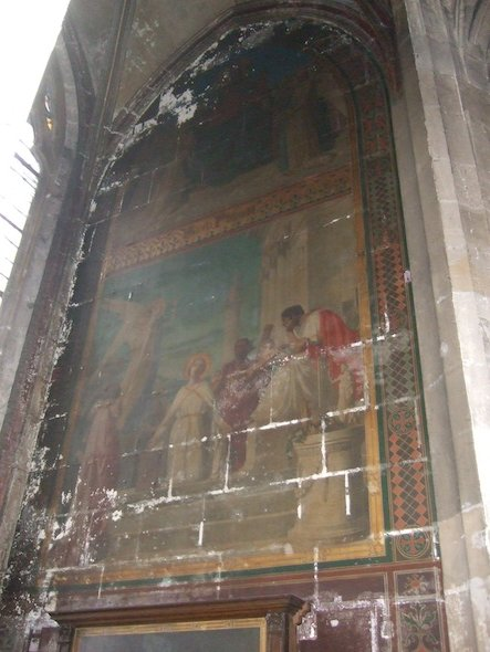 Current state of some of the wall painting in one of the chapel, Saint-Merry's church, Paris. ©La Tribune de l'Art, Didier Rykner