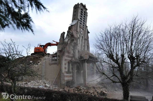 Destruction of Saint-Blaise's church, Le Breuil, France, in January 2013, a early 20th century church. ©Observatoire du patrimoine religieux