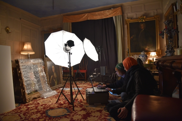 Imaging setup for documenting paintings
